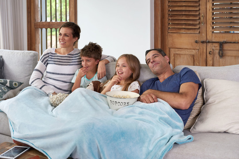 Wolny czas spędzaj z rodziną w domu /123RF/PICSEL