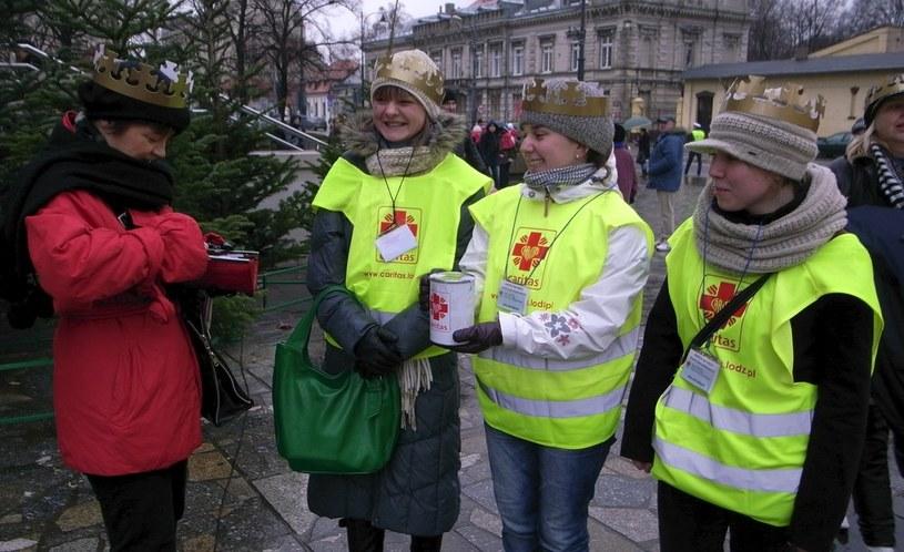 Wolontariusze Caritasu podczas zbiórki w Święto Trzech Króli /ANDRZEJ ZBRANIECKI /East News