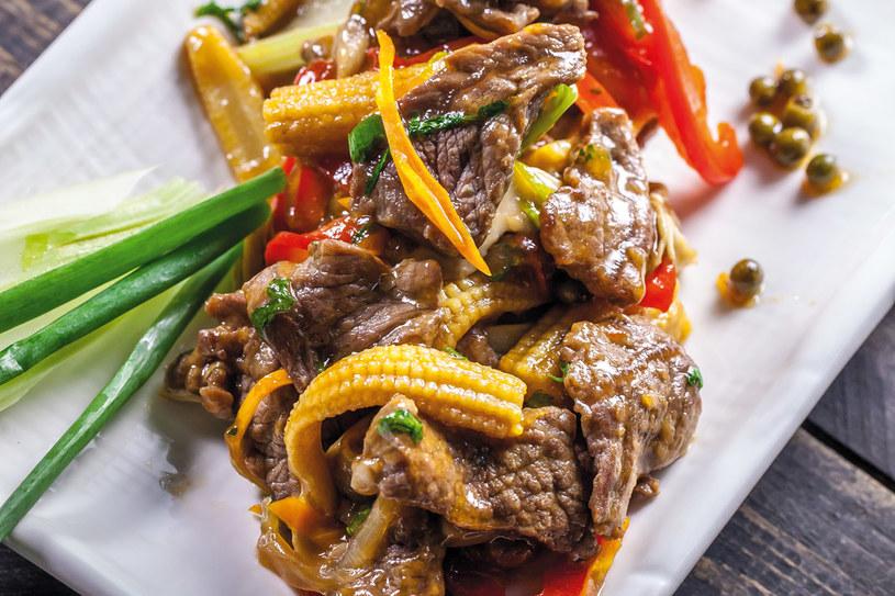 Wołowina z zielonym pieprzem w sosie chińskim (phad nuea rad na) /materiały prasowe