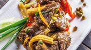 Wołowina z zielonym pieprzem w sosie chińskim (phad nuea rad na)