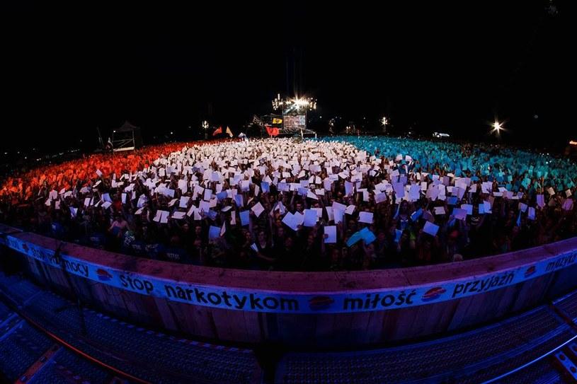 Woodstockowa publiczność oddała hołd ofiarom zamachu w Nicei /fot. Robert Grablewski /WOŚP