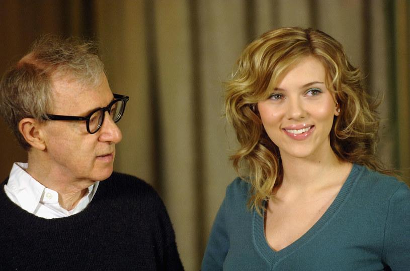 """Woody Allen i Scarlett Johansson na pokazie filmu """"Wszystko gra"""" w Rzymie (2005) / fot. Franco Origlia /Getty Images"""