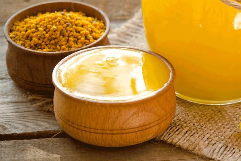 Wosk pszczeli to doskonały składnik zimowych balsamów ochronnych /123RF/PICSEL