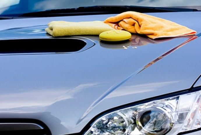 Wosk samochodowy do czyszczenia kuchenki /© Photogenica