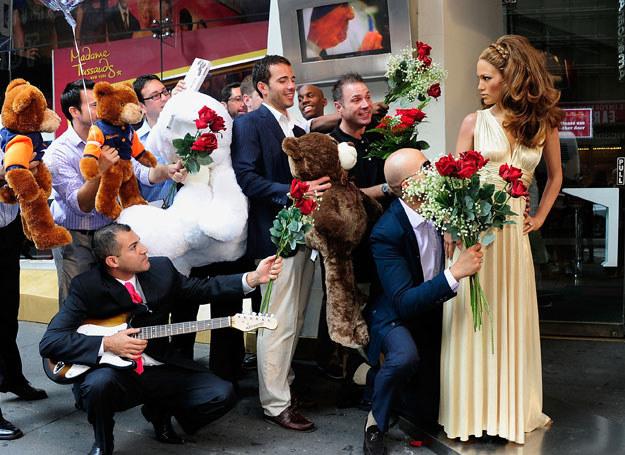 Woskowa figura artystki też cieszy się uwielbieniem fanów /Getty Images/Flash Press Media