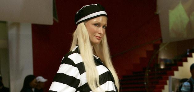 """Woskowa figura Paris Hilton ubrana """"stosownie do okoliczności""""  /AFP"""