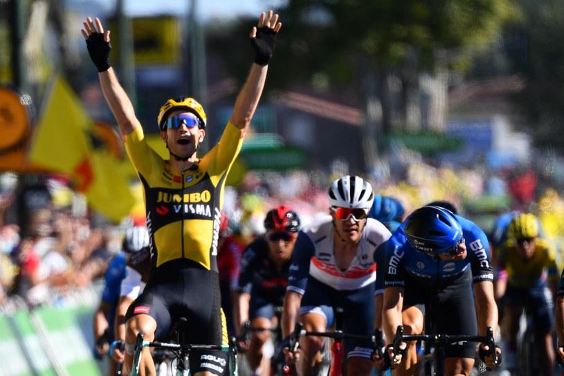 Wout van Aert triumfuje /AFP