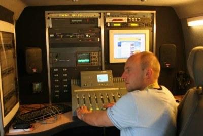Wóz satelitarny RMF od środka /INTERIA.PL