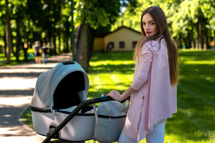 Wózek dla dziecka jak u celebrytki? Też możesz taki mieć! /123RF/PICSEL