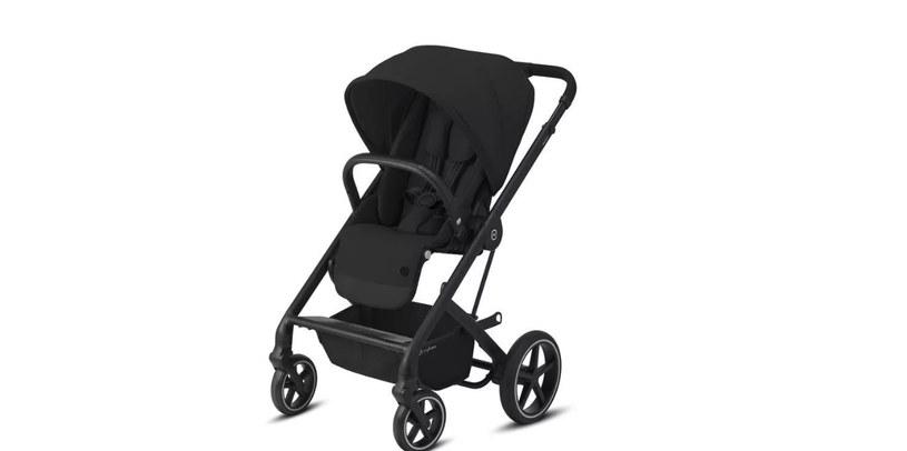 Wózek spacerowy powinien mieć regulowany kąt nachylenia oparcia /materiały promocyjne
