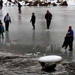 Wpadł do jeziora, a za nim dwanaście osób!