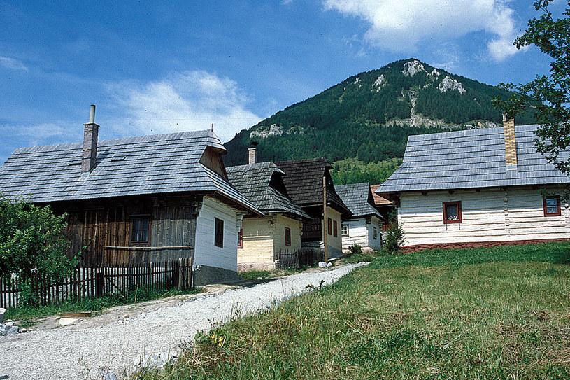 Wpisany na Listę UNESCO zabytkowy zespół drewnianej zabudowy Vlkolinca /Styl.pl