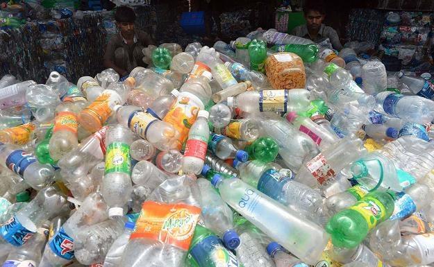 Wraca chaos w opłatach za śmieci? /AFP