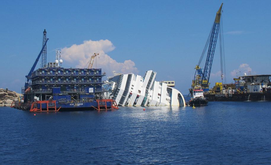 Wrak leży u wybrzeży wyspy od stycznia 2012 roku /Miriam Schmidt /PAP/EPA