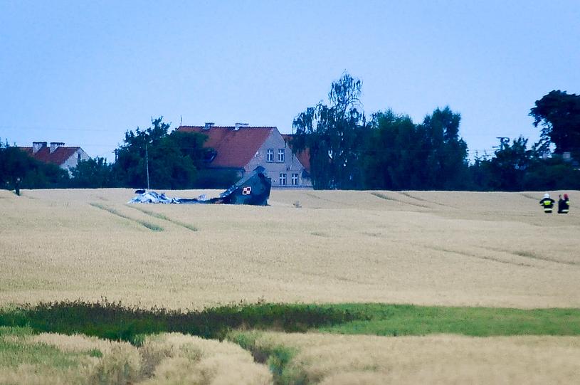 Wrak myśliwca, który rozbił się w piątek w Warmińsko-Mazurskim /Stanisław Bielski/Reporter /East News