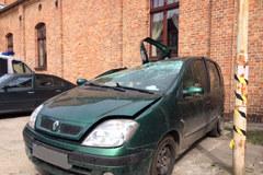 Wrak rozbitego samochodu