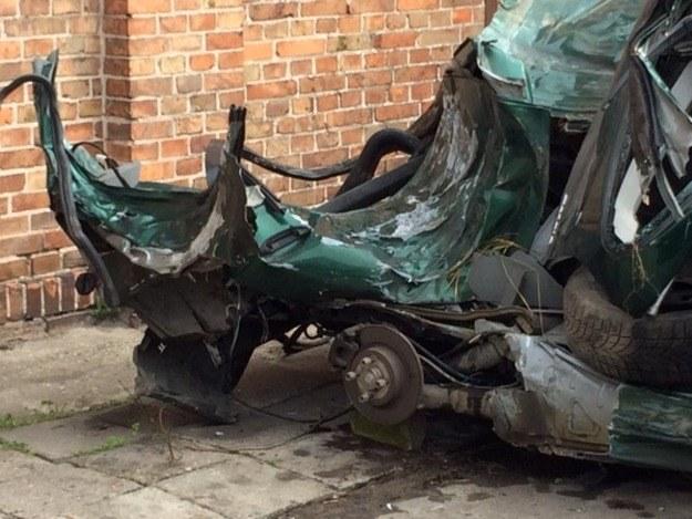 Wrak rozbitego w Klamrach samochodu /Kuba Kaługa /RMF FM