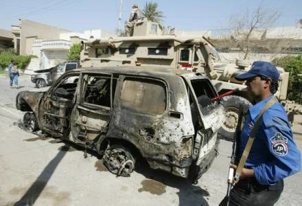 Wrak samochodu, którym jechał gen. Pietrzyk /AFP