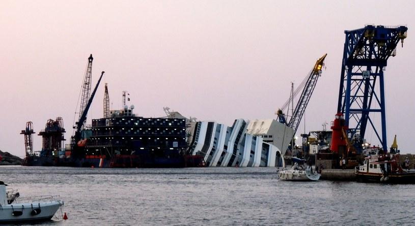 Wrak statku Costa Concordia /AFP