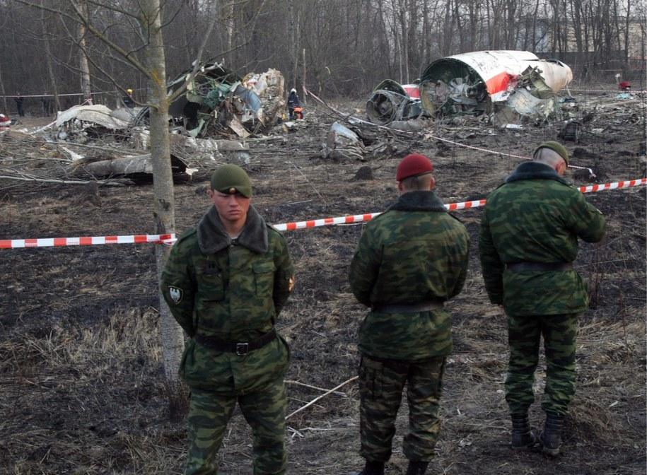 Wrak tupolewa na miejscu katastrofy smoleńskiej /SERGEI CHIRIKOV /PAP/EPA