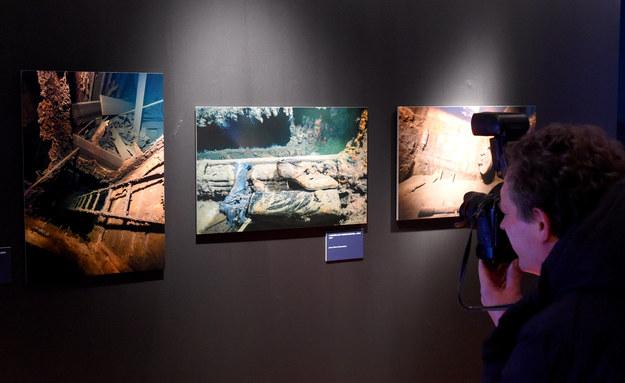 Wrak Wilhelma Gustloffa na zdjęciach na wystawie w niemieckiej Lubece w 2015 roku /CARSTEN REHDER /PAP/EPA