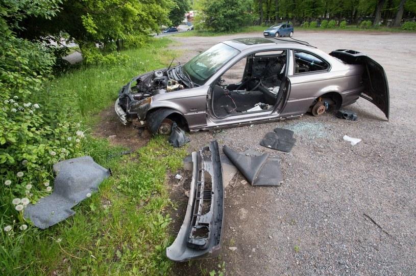 Wraki aut to poważny problem polskich miast /Wojciech Stróżyk /Reporter   /Agencja SE/East News