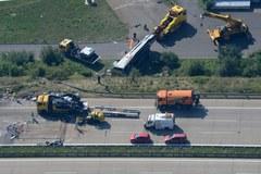 Wraki pojazdów na autostradzie A4 w Dreźnie