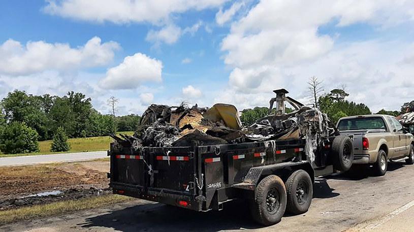 Wraki samochodów wywożone po wypadku /Press-Register/AL.com/Associated Press/East News /East News