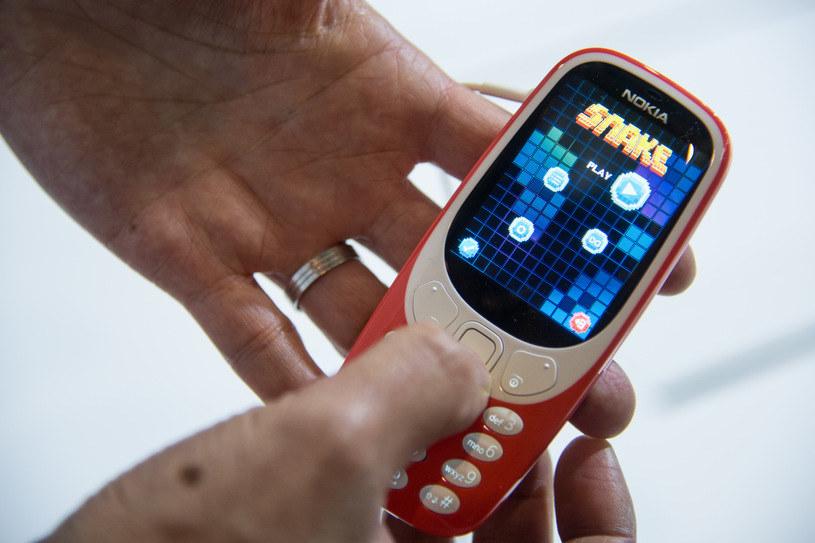 """Wraz z Nokią 3310 wraca nowa wersja kultowej gry """"Snake"""" /AFP"""