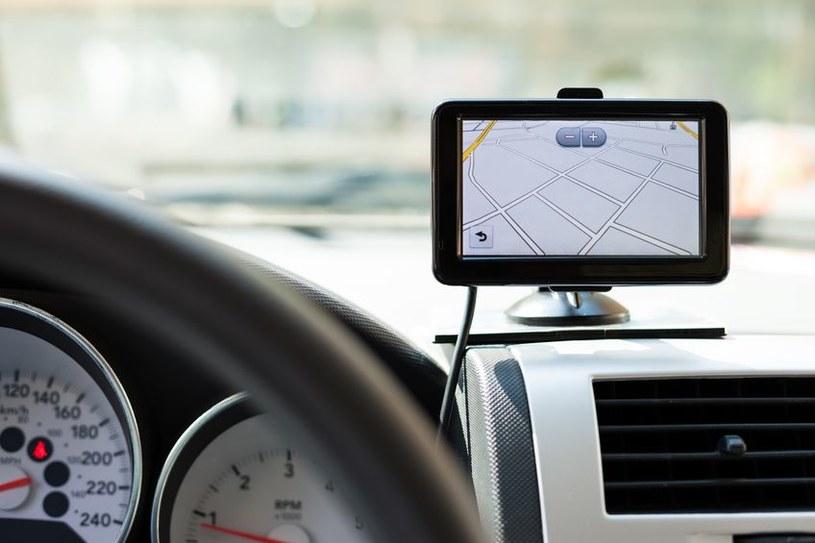 Wraz z rozwojem smartfonów i aplikacji mobilnych spada zainteresowanie kierowców urządzeniami PND /123RF/PICSEL