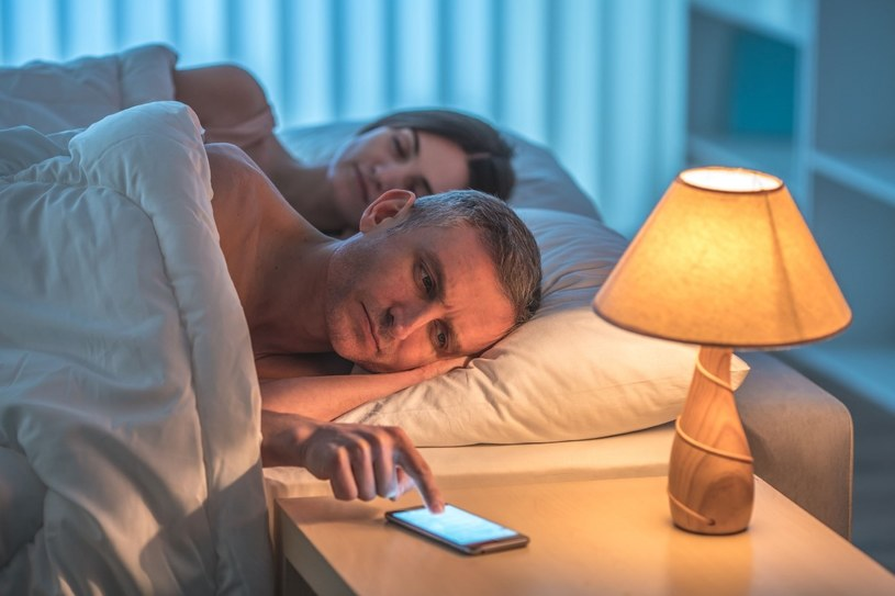 Wraz z wiekiem pojawiają się problemy ze snem /123RF/PICSEL