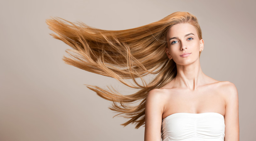 Wraz ze wzrostem poziomu zadowolenia ze swojej fryzury, rośnie pewność siebie i samoocena /123RF/PICSEL