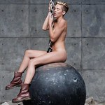 """Wrecking Ball"" Miley Cyrus z rekordem otwarcia"