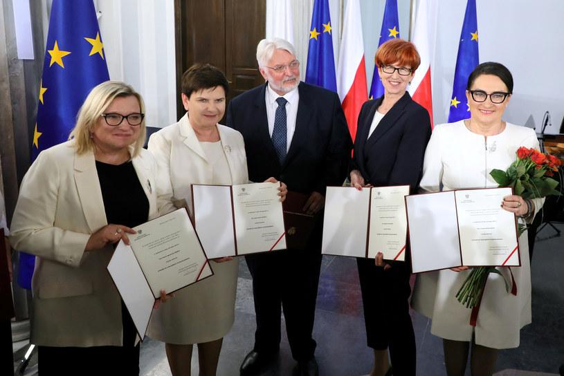 Wręczenie posłom do Parlamentu Europejskiego zaświadczenia o wyborze /Piotr Molecki /East News