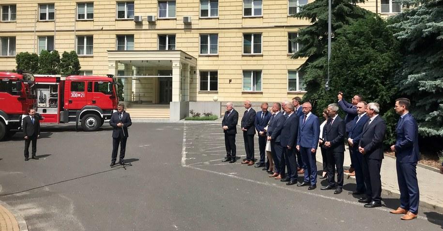 Wręczenie promes na wozy strażackie za frekwencję z I tury wyborów prezydenckich /Krzysztof Zasada /RMF FM