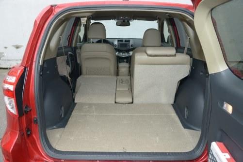 Wreszcie udało się zaprojektować solidny bagażnik: 450 l i kanapa tylna składana na płasko. /Motor