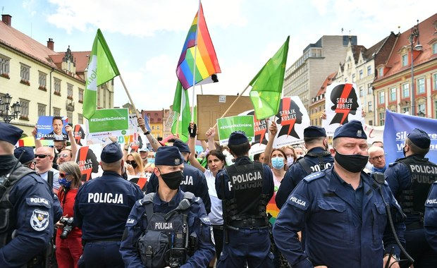 Wrocław: Po wiecu Dudy będą wnioski o ukaranie organizatorów zgromadzeń