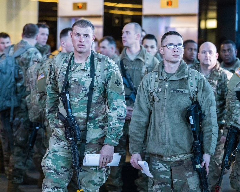 Wrocław: Przylot żołnierzy z Brygady Grupy Bojowej (Armored Brigade Combat Team - ABCT), którzy na co dzień stacjonują w Fort Carson w stanie Colorado w Stanach Zjednoczonych /Krzysztof Kaniewski/REPORTER /East News