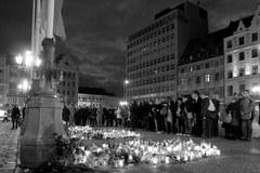 Wrocławianie składają hołd ofiarom katastrofy w Smolensku