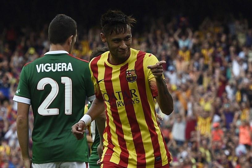 Wrzesień 2014 roku, Neymar zdobywa bramkę i pieczętuje Barcelony z Athletikiem. Oba zespoły zagrały wówczas w strojach o kolorach flag regionów /AFP