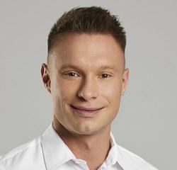 Dyplomowany dietetyk kliniczny,  trener personalny oraz wykładowca akademicki. Absolwent Warszawskiego Uniwersytetu Medycznego