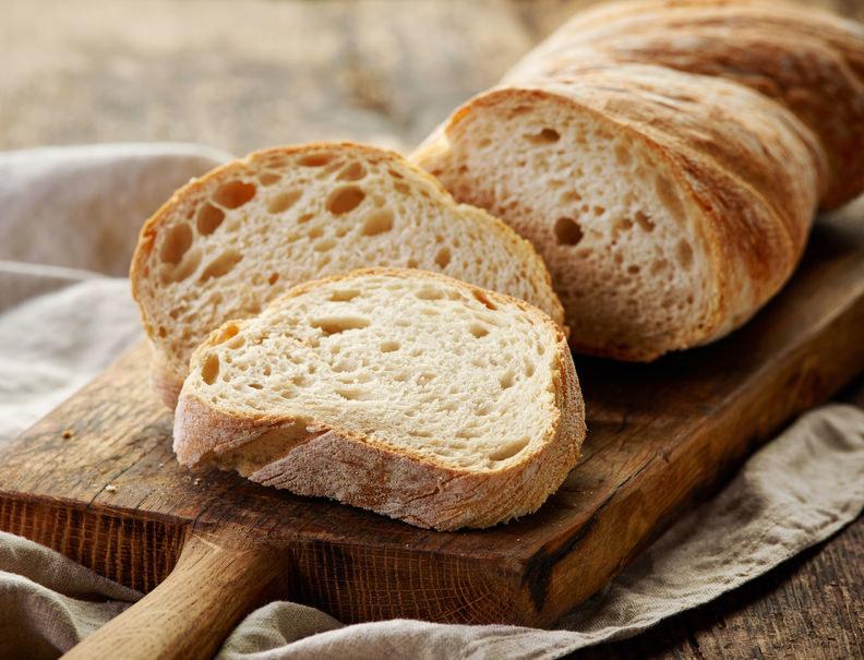 Wsadź kromkę chleba /©123RF/PICSEL