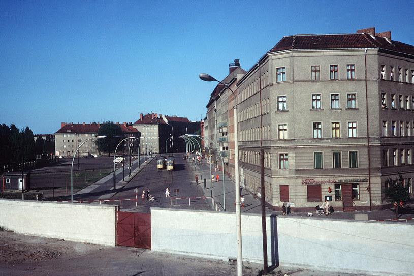 Wschodnioniemieckie służby specjalne regularnie podsłuchiwały rozmowy telefoniczne i łączność radiową w zachodniej części miasta. /AFP