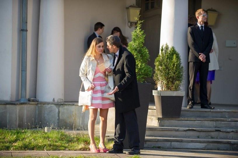 Wściekły ojciec Elizy rusza na Berga! Eliza jest w szoku… /TVN