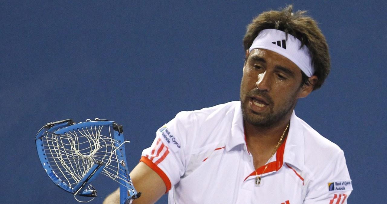 Wściekły tenisista roztrzaskał 4 rakiety w czasie meczu