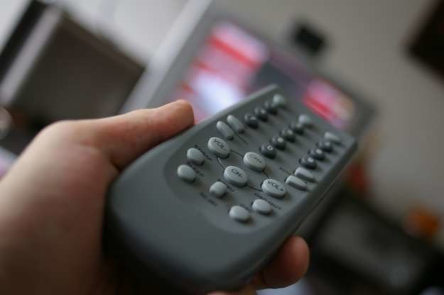 Wskazane jest ograniczenie czasu spędzanego dziennie przed ekranem TV do godziny, maksimum dwóch dziennie. /stock.xchng