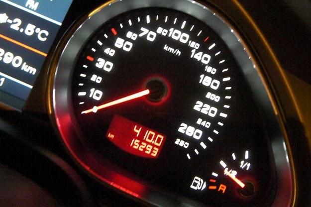 """Wskazania prędkościomierza nie pokrywają się z rzeczywistością /tygodnik """"Motor"""""""