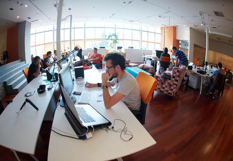 Wskazówki dotyczące tego, jak budować wizerunek marki pracodawcy w oczach zatrudnionych i potencjalnych pracowników daje employer branding. /123RF/PICSEL