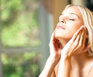 Wskazówki, dzięki którym makijaż nie spłynie podczas upału
