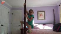 Wskoczyła na łóżko i zaczęła tańczyć. Po chwili...